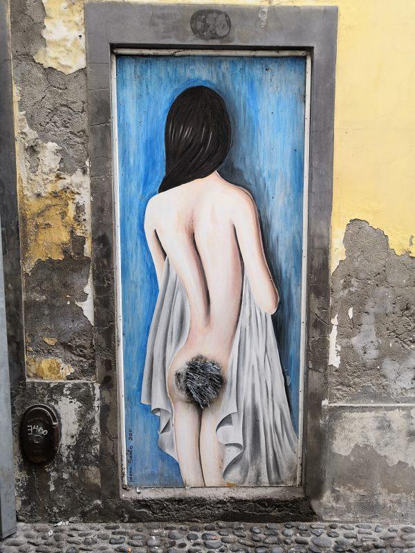 Artystyczne drzwi - w Funchal jest ich pełno