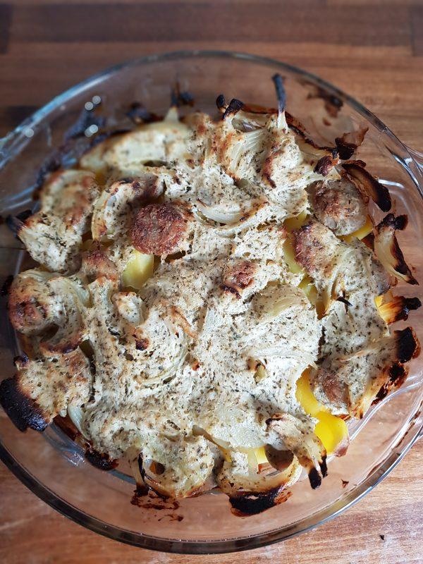 Zapiekanka na obiad - zapiekanka ziemniaczana z białą kiełbasą