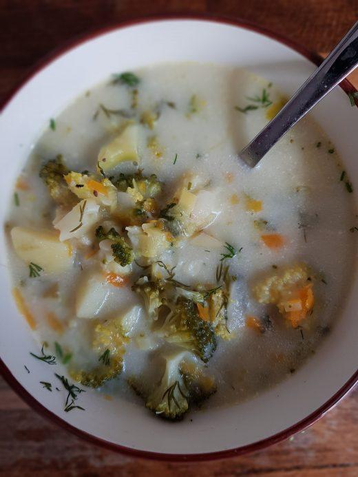 letnia zupa brokułowa