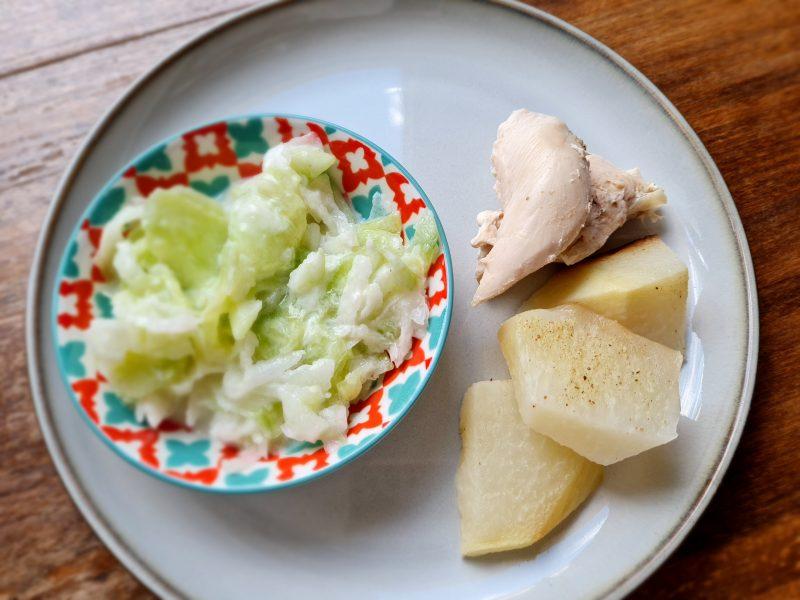 Pieczony kurczak, gotowane ziemniaki, mizeria - biała dieta przepisy