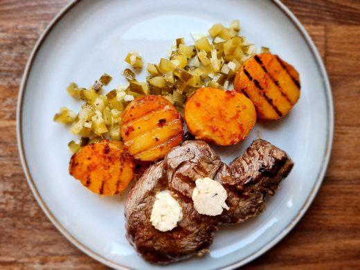 Stek z truflowym masełkiem i ziemniakami w ajwarze